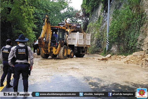 Lluvias provocan desgajamiento en la Col. Obrera
