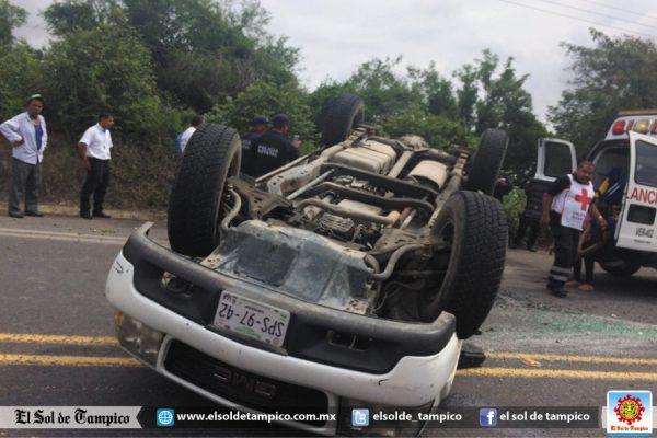 Vuelca camioneta en la carretera Pánuco-Canoas; cinco lesionados