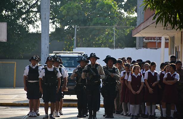 Jóvenes aclaran dudas con Gendarmería