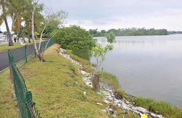 Laguna del Carpintero nuevamente con basura