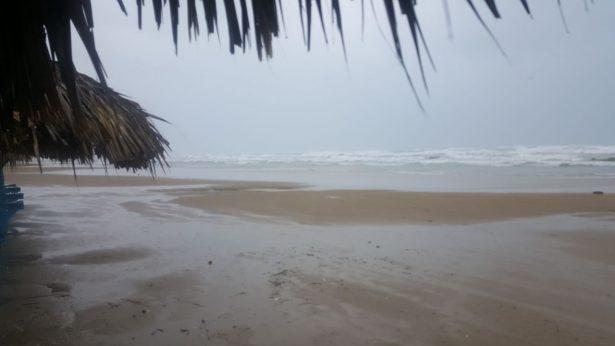 Evalúan daños en la infraestructura de la playa por oleaje