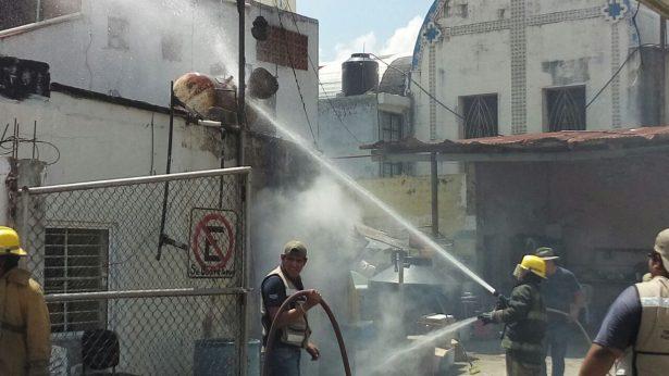 Se incendia tanque de chapopote en el centro de Pánuco