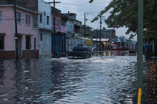 Lluvias nocturnas generan inundaciones en la ciudad