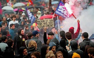 Marcha contra reforma laboral en Francia termina en enfrentamientos
