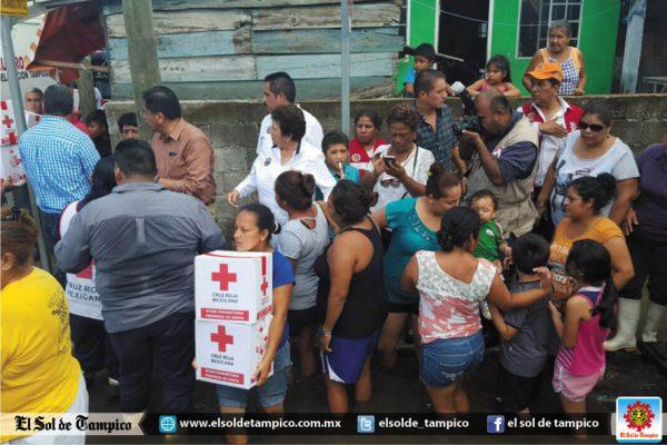 Cruz Roja entrega  apoyo alimentario a familias afectadas por la inundación en el sector Moscú