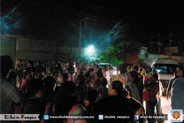 Vecinos bloquean calles en el sector Laguna Pedrera de Altamira
