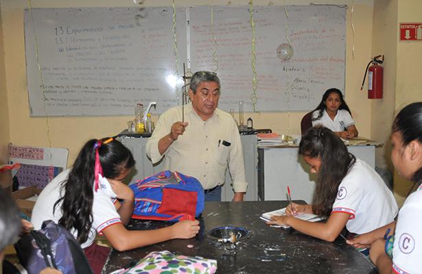 Profr. Próspero Báez Sánchez, docente y guía de jóvenes de la colonia Morelos