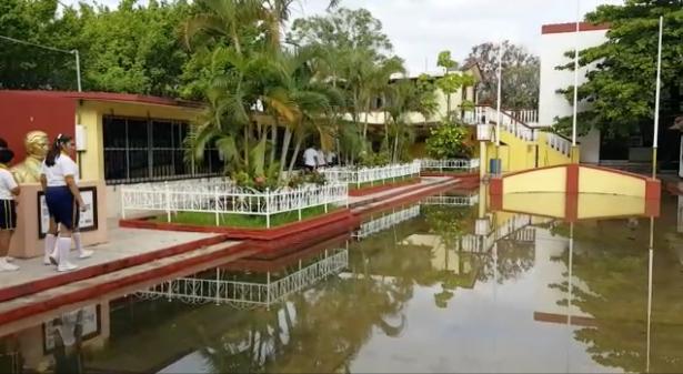 """Secundaria """"Melchor Ocampo"""" inundada"""