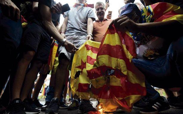 Cataluña, atrapada entre dos fuegos