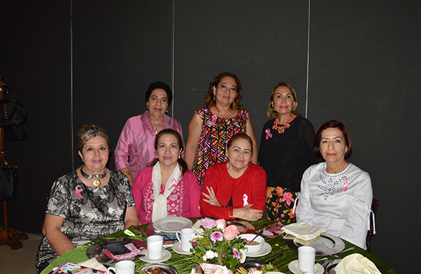 Damas del IMIQ escuchan plática sobre el Cáncer de Mama
