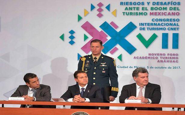 Peña Nieto pide a turistas nacionales viajar por México