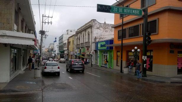 Lluvias dejan sin energía eléctrica una parte de la zona centro de Tampico