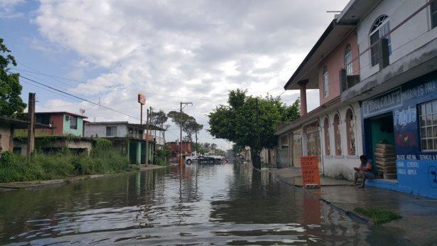 Calles de Madero siguen bajo el agua