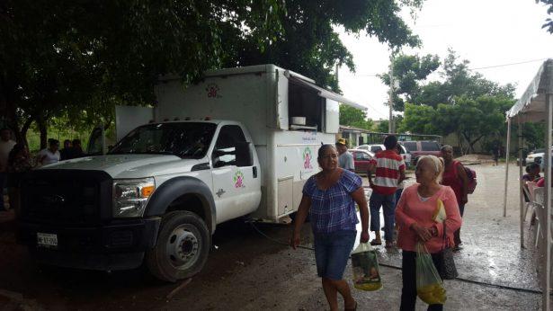 Operan comedores comunitarios y unidades de atención médica para damnificados