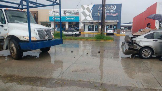 Lluvias provocan fuerte choque con un saldo de dos lesionados