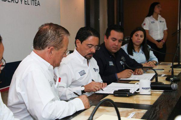 Firman convenio para combatir rezago educativo
