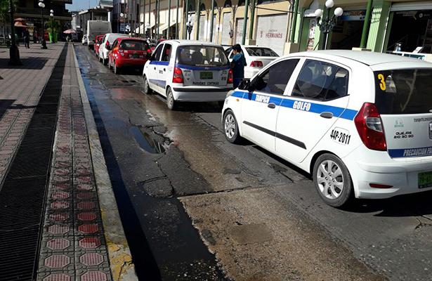 Operadores del transporte público piden rehabilitar la vialidad