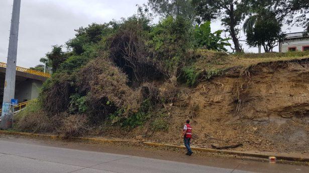 Nuevo desgajamiento de tierra en el cerro de Andonegui