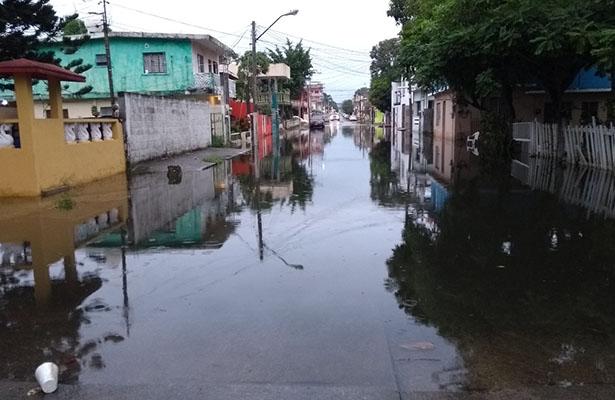 Calle Volantín anegada tras las lluvias