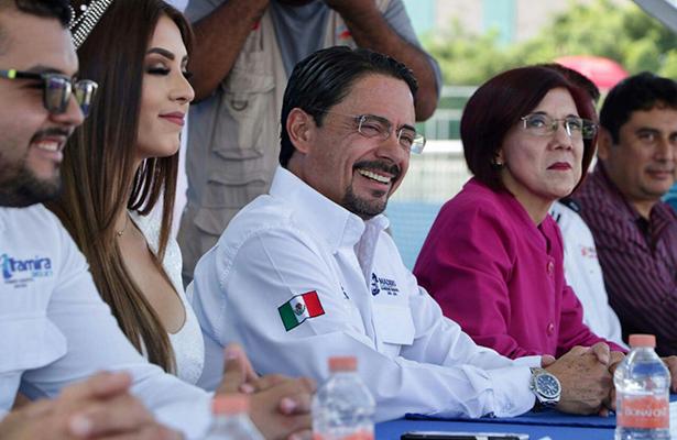 Andrés Zorrilla exhorta a los jóvenes a seguir preparándose