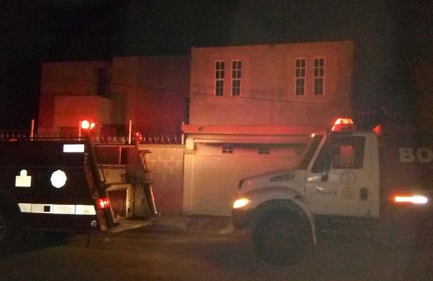 Veladora provoca incendio en cochera de una residencia