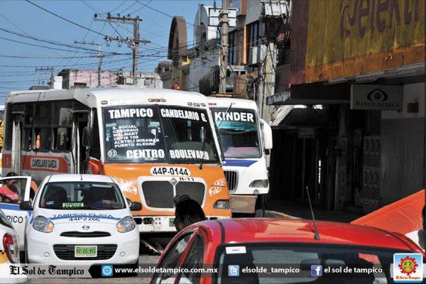 Autobuses de la zona convertidos en discotecas ambulantes