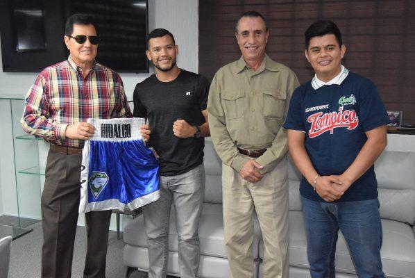 Ramón Hidalgo y Edgar Sánchez reciben reconocimientos por parte de la Universidad del Golfo