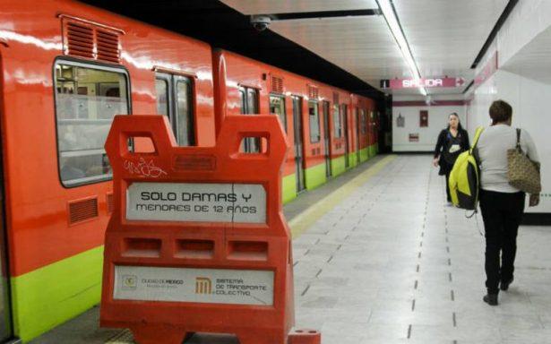 Detienen a hombre que empujó a una mujer a las vías del Metro