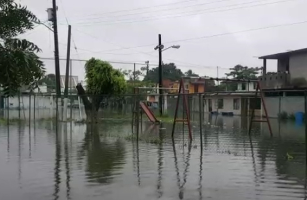 Se desborda la laguna Nuevo Amanecer