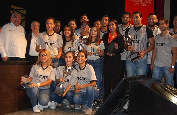 Rector de la UAT, C.P. Enrique Etienne, premia a campeones del Interfacultades