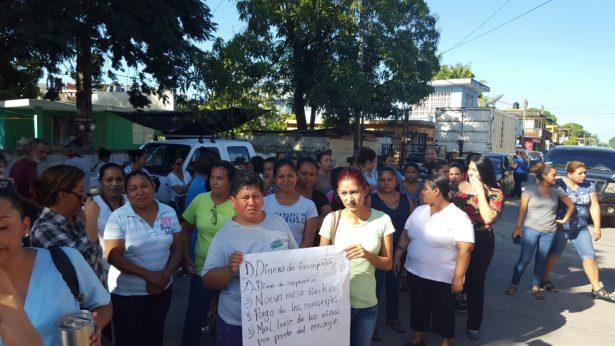 """Protestan por irregularidades en la Esc. Primaria """"Francisco Veyro"""""""