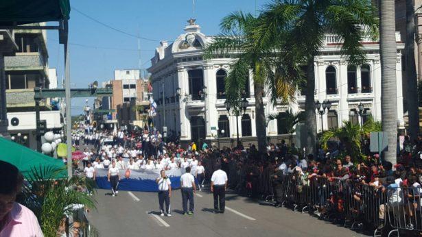 Concluye desfile conmemorativo de la Revolución Mexicana