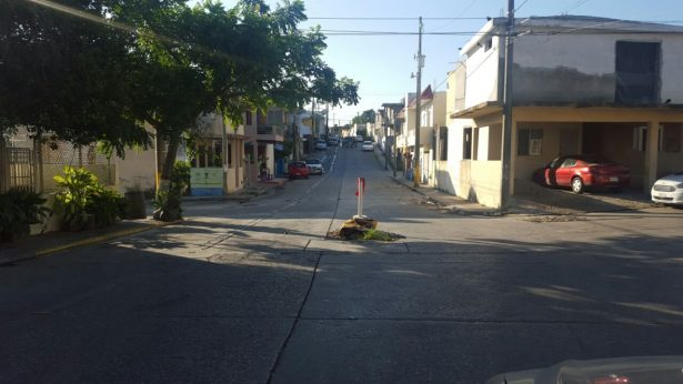 Hundimiento en la Col. Colinas de San Gerardo continúa sin reparar