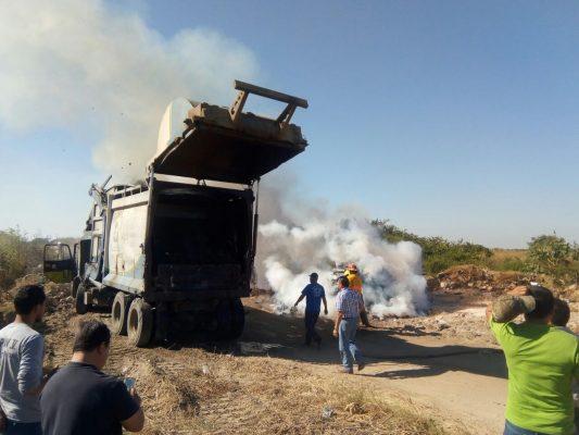 Se incendia un camión con todo y basura
