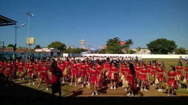 Escenario de la Unidad Deportiva sirve para realización del desfile revolucionario