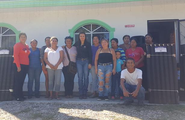 Mejora Montserrat Arcos los hogares de 120 familias de escasos recursos