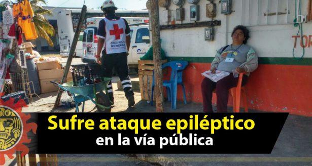Mujer sufre ataque epiléptico en la vía pública