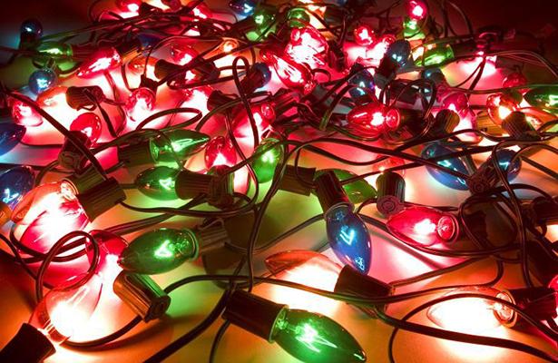 Piden extremar precauciones en el uso de luces navideñas
