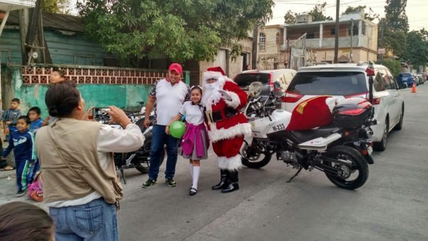 Sigue el tour de Santa Claus motorizado