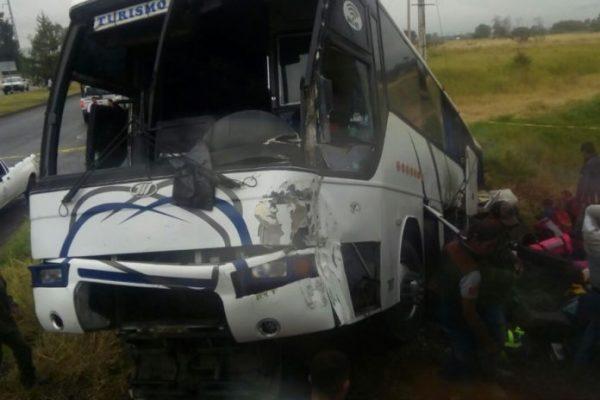 """Integrantes del equipo de futbol """"Rayados de Altamira"""" sufren accidente en El Salto, Jalisco"""