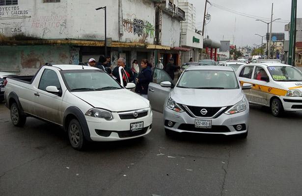 Choque en la Avenida Hidalgo deja como saldo dos lesionadas