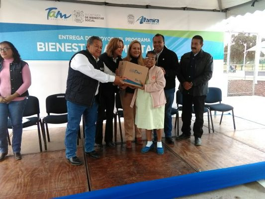 Con documento oficial entregan despensas a beneficiarios