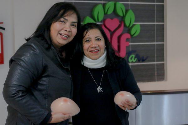Donan prótesis mamarias a sobrevivientes de cáncer