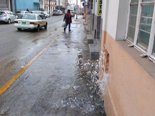 Se registra fuga de agua en la zona centro