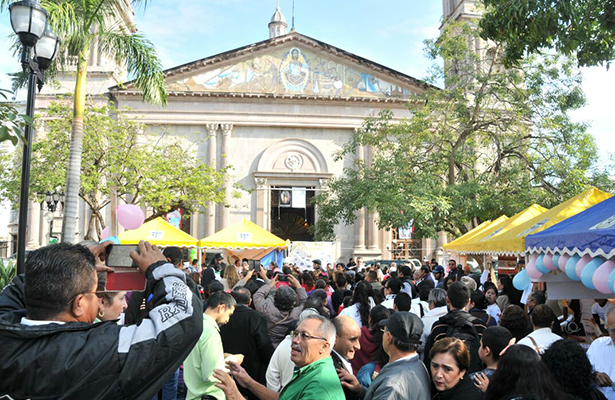 Arranca Feria Pastoral en la Plaza de Armas