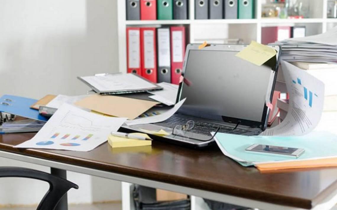 Ni pienses ordenar tu escritorio… el caos sí fomenta la creatividad