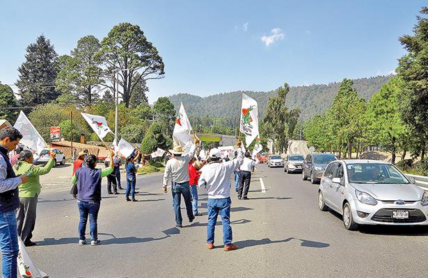 Bloquean la autopista México-Toluca