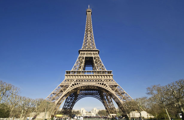 Por seguridad instalarán un muro de cristal antibalas en la Torre Eiffel