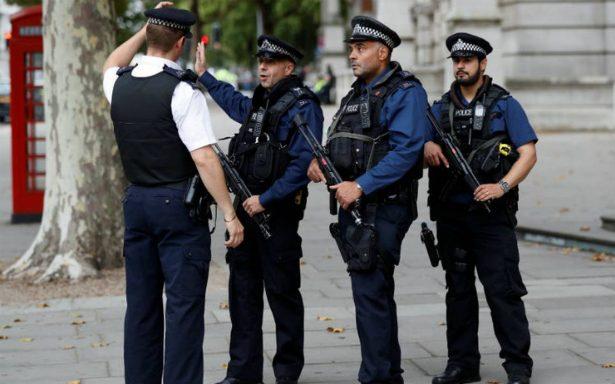 Alerta en centro comercial de Reino Unido por presencia de hombre armado