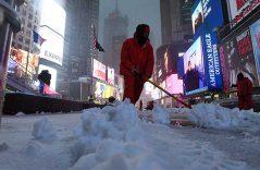 Pega tormenta de nieve a Nueva York; cancelan 6 mil vuelos en EU